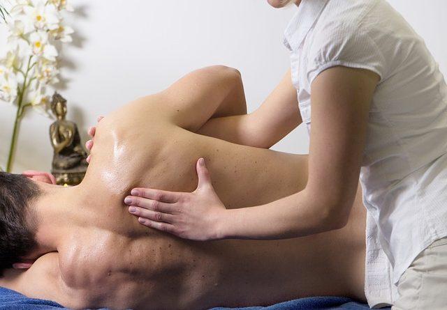 dolore al fianco destro sotto le costole e dietro la schiena