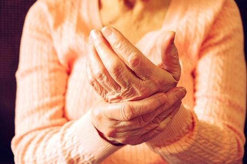 aceto di mele per artrosi delle mani
